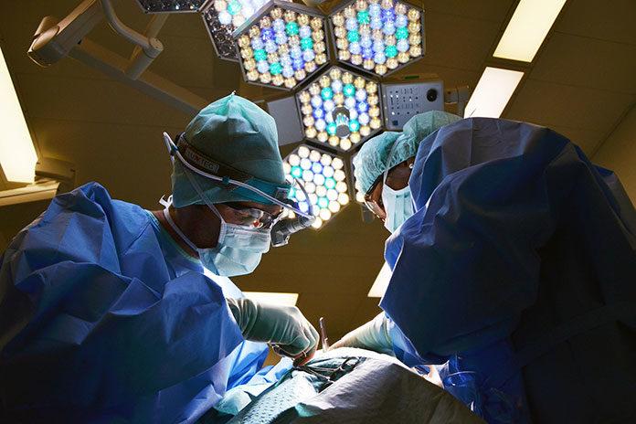 Powiększenie biustu implantem